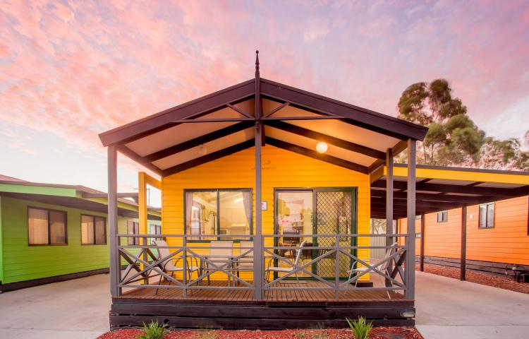 BIG4 Bendigo Park Lane Holiday Park - Family Cabin - Sleeps 9