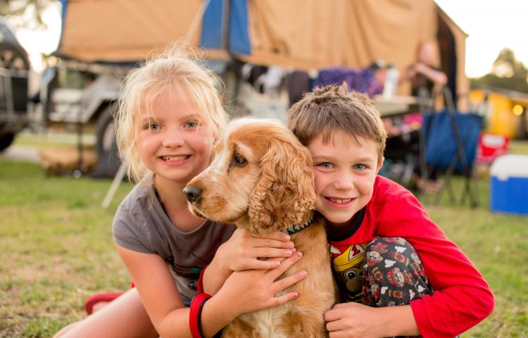 BIG4 Bendigo Park Lane Holiday Park - Children camping with pet