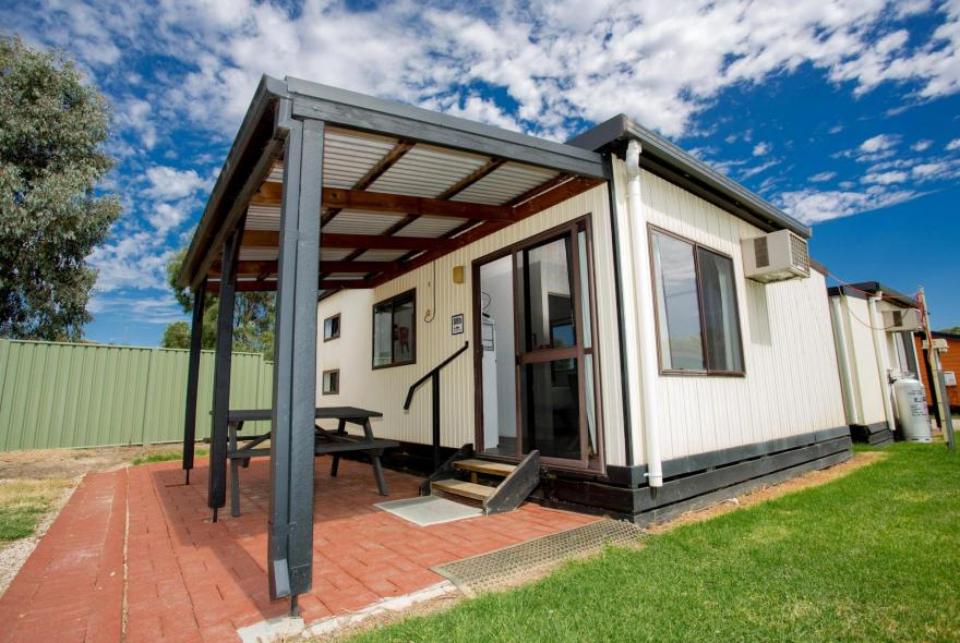BIG4 Bendigo Park Lane - Budget Cabin - Front