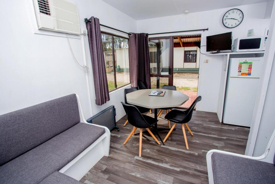 BIG4 Bendigo Park Lane - Budget Cabin - Dining and Living