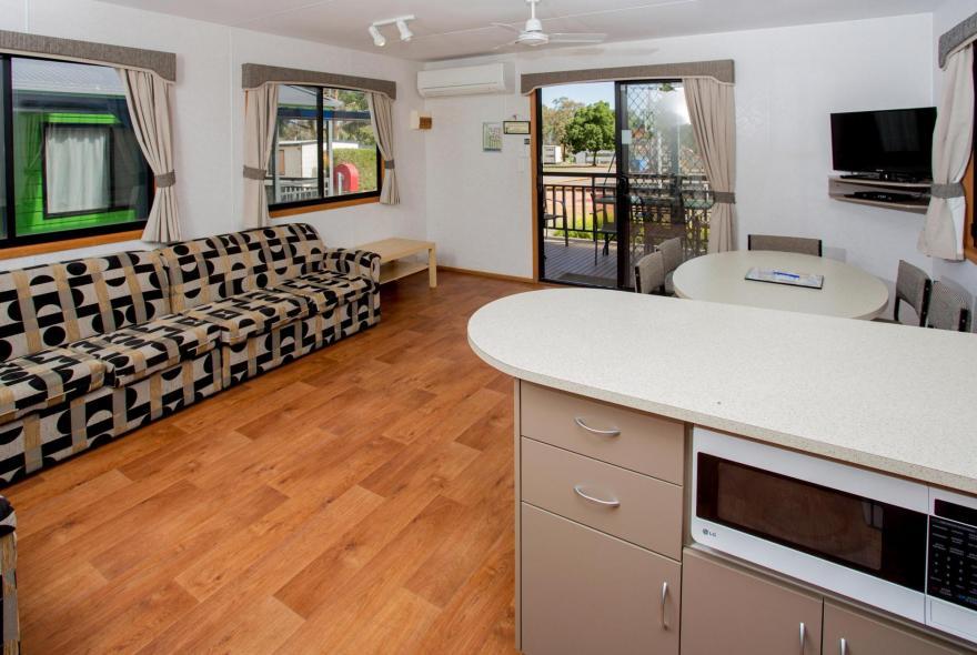 BIG4 Bendigo Park Lane Holiday Park - Family Cabin - Sleeps 6 - Living and Kitchen