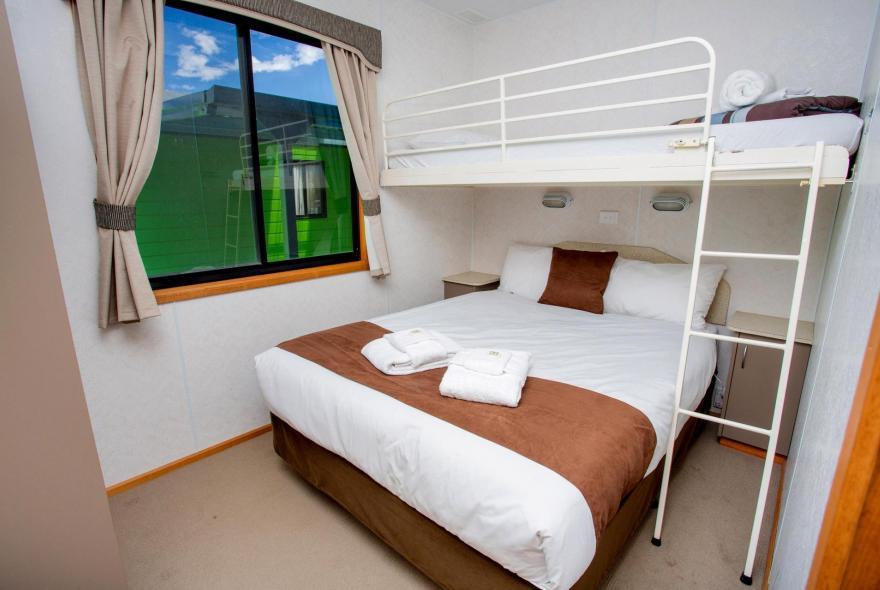 BIG4 Bendigo Park Lane Holiday Park - Family Cabin - Sleeps 6 - Bedroom 2