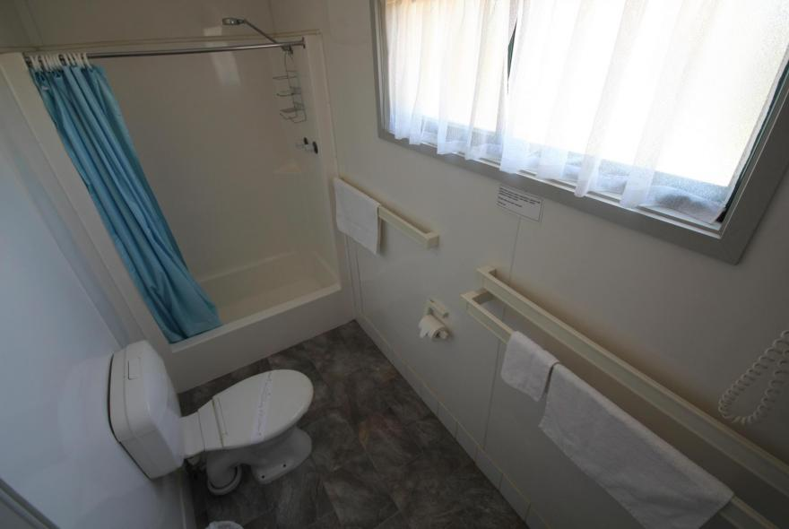 BIG4 Bendigo Park Lane - Standard Cabin - Sleeps 5 - Bathroom