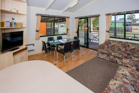 BIG4 Bendigo Park Lane Holiday Park - Standard Cabin - Sleeps 6 - Living and Dining