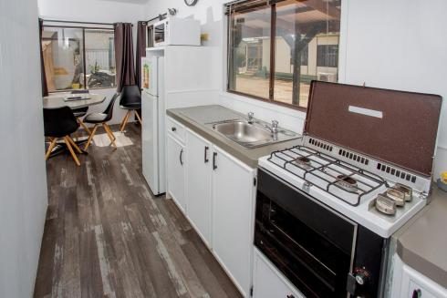 BIG4 Bendigo Park Lane - Budget Cabin - Kitchen