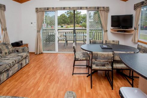 BIG4 Bendigo Park Lane Holiday Park - Family Cabin - Sleeps 7 - Living and Dining