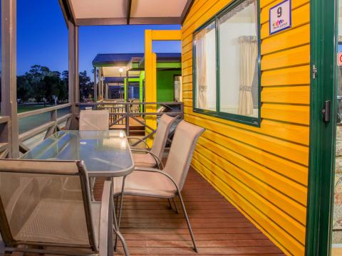 BIG4 Bendigo Park Lane Holiday Park - Cabin Accommodation Veranda