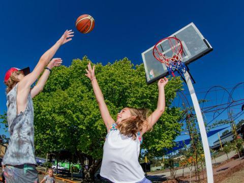 BIG4 Bendigo Park Lane Holiday Park - Basketball Half Court - Kids Playing