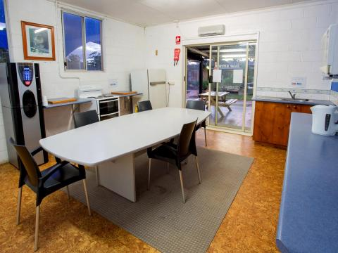 BIG4 Bendigo Park Lane Holiday Park - Camp Kitchen