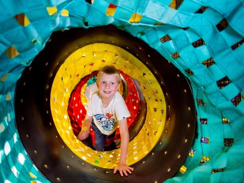 BIG4 Bendigo Park Lane Holiday Park - Parky's Wonderland - Boy crawling through tunnel