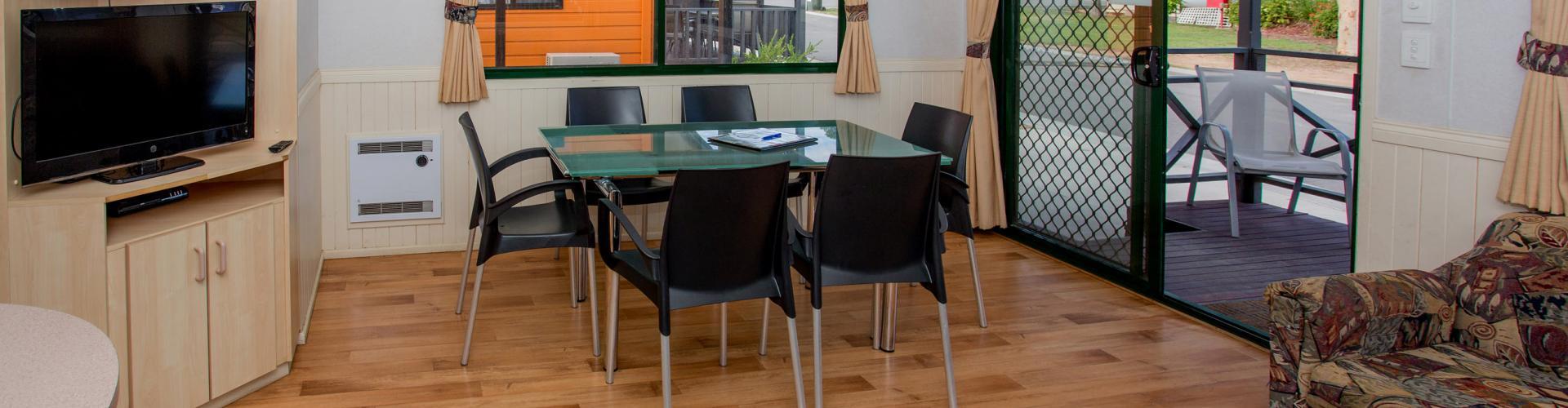 BIG4 Bendigo Park Lane Holiday Park - 2 Bedroom Standard Cabin - Sleeps 5 - Lounge Dining