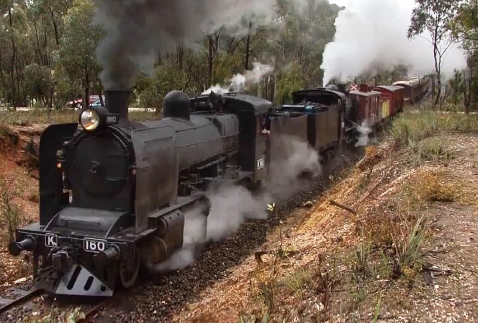 BIG4 Bendigo Park Lane Holiday Park - Things to do - Goldfields Railway- Twin Locomotive