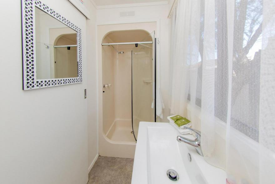 BIG4 Shepparton Park Lane Holiday Park - Budget Cabin - Sleeps 6 - Bathroom