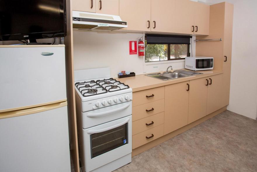 BIG4 Shepparton Park Lane Holiday Park - Standard Cabin - Kitchen