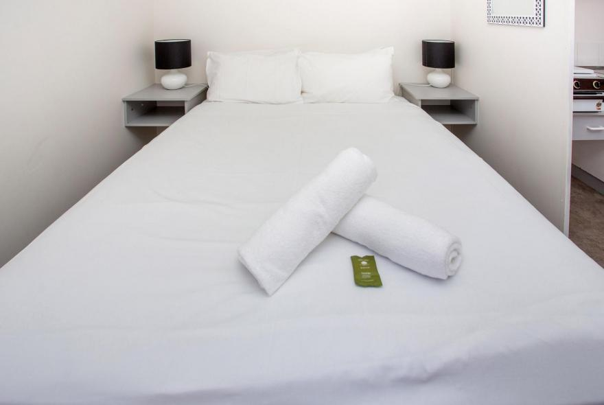 BIG4 Shepparton Park Lane Holiday Park - Budget Cabin - Sleeps 4 - Bed 1