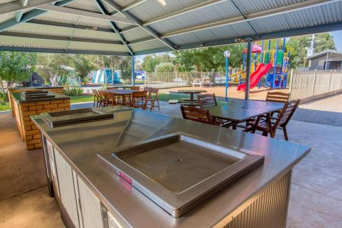 BIG4 Shepparton Park Lane Holiday Park - Powered Site - Camp Kitchen