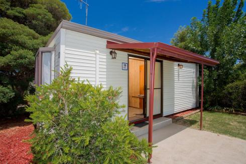 BIG4 Shepparton Park Lane Holiday Park - Budget Cabin - Sleeps 2 - Porch