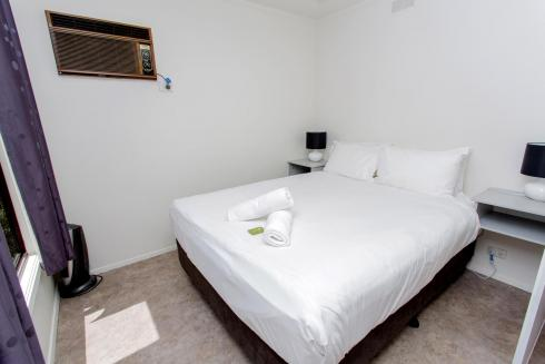 BIG4 Shepparton Park Lane Holiday Park - Budget Cabin - Sleeps 2 - Bed