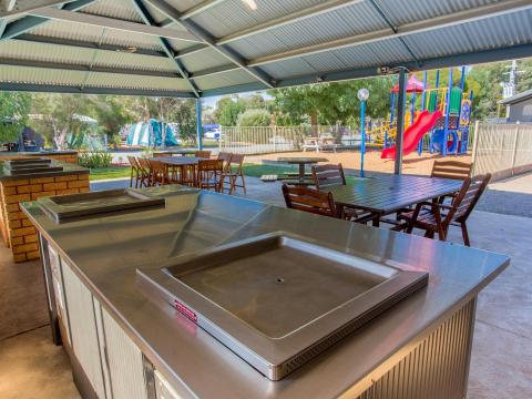 BIG4 Shepparton Park Lane Holiday Park - BBQ Area and Camp Kitchen