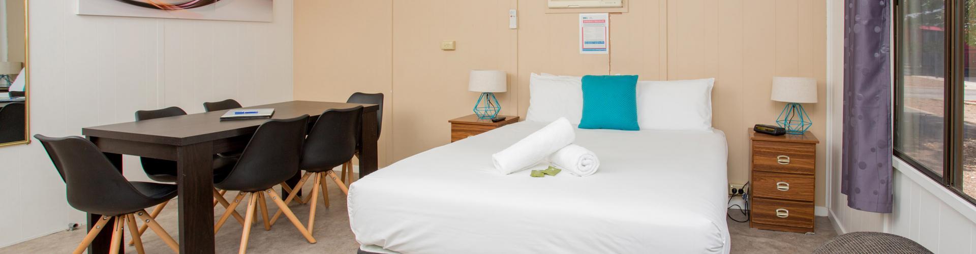 BIG4 Shepparton Park Lane Holiday Park - Family Cabin - Bedroom