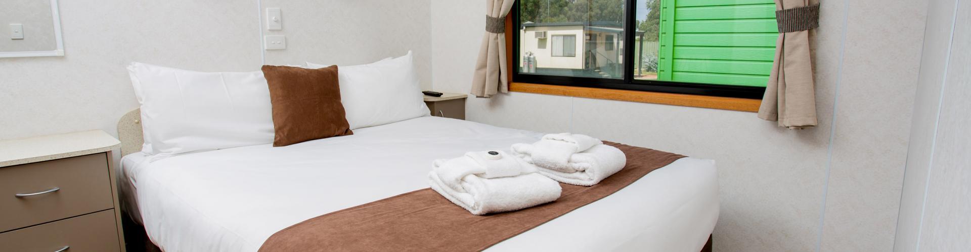 BIG4 Shepparton Park Lane Holiday Park - 2 Bedroom Villa - Main Bedroom