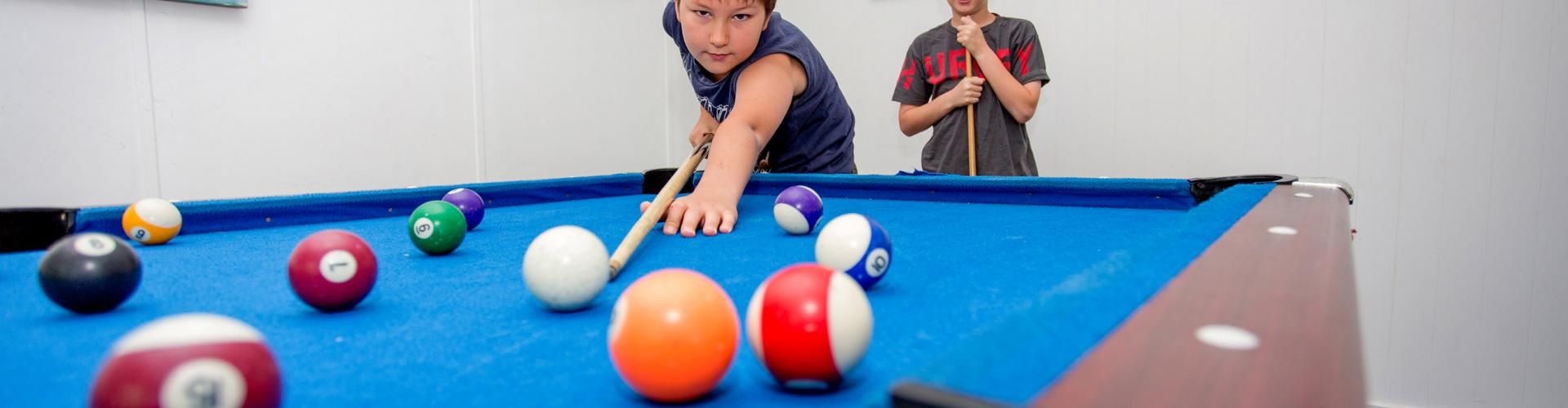 BIG4 Shepparton Park Lane Holiday Park - Kids playing pool