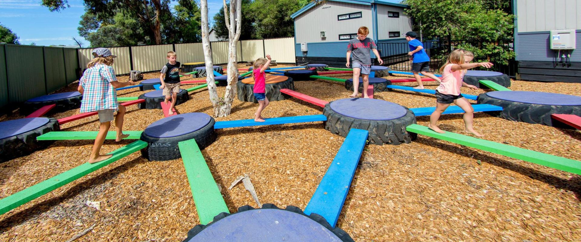 BIG4 Shepparton Park Lane Holiday Park - Kids playing on tyre maze