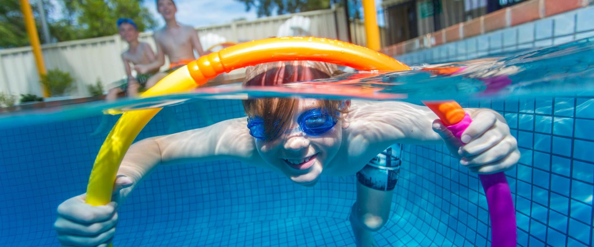 BIG4 Shepparton Park Lane Holiday Park - Boy in pool