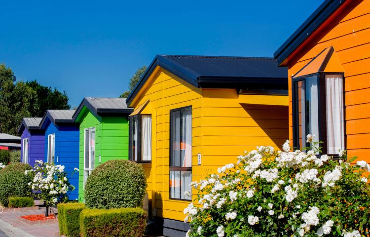 BIG4 Traralgon Park Lane Holiday Park - Accommodation - Bright Coloured Cabins