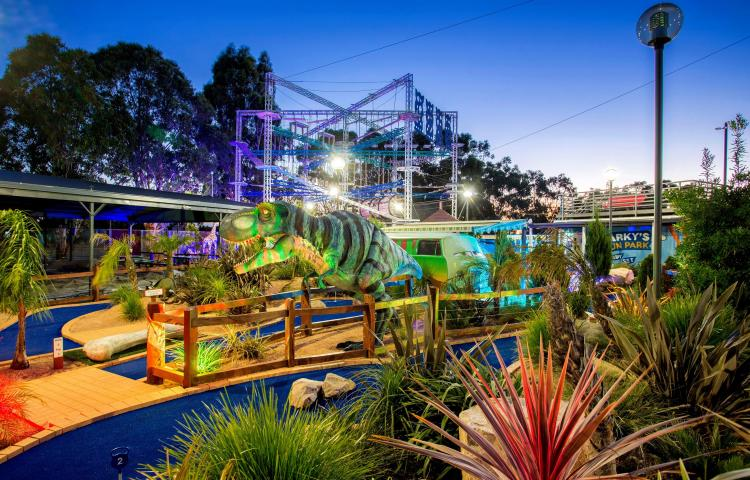 BIG4 Traralgon Park Lane Holiday Park - Parky's Fun Park at night