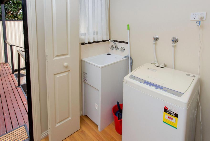 BIG4 Traralgon Park Lane Holiday Park - Family Cabin - Sleeps 4 - Laundry