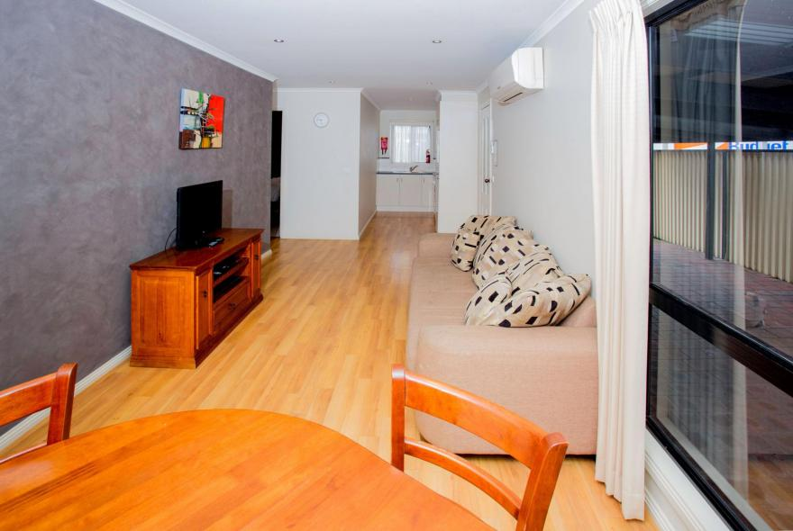 BIG4 Traralgon Park Lane Holiday Park - Family Cabin - Sleeps 4 - Living and Dining