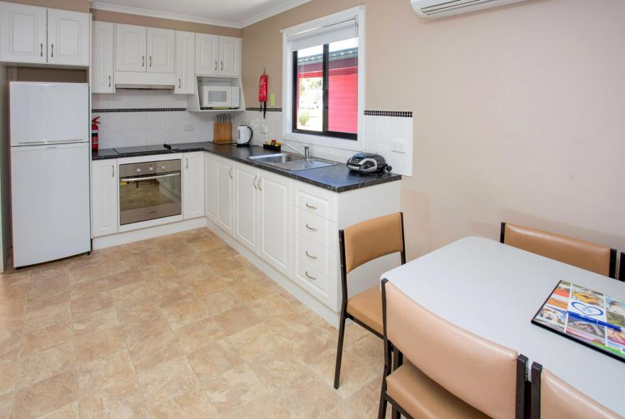 BIG4 Traralgon Park Lane Holiday Park - Family Cabin - Sleeps 6 - Kitchen and Dining