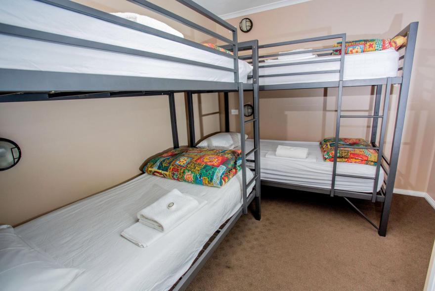 BIG4 Traralgon Park Lane Holiday Park - Family Cabin - Sleeps 6 - Bedroom 2