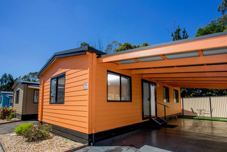 BIG4 Traralgon Park Lane Holiday Park - Family Cabin - Sleeps 5 - Front