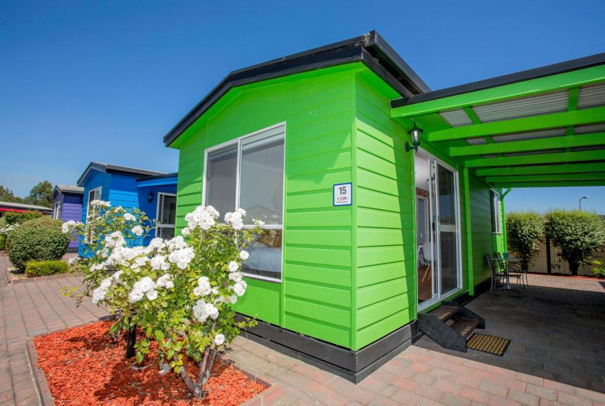 BIG4 Traralgon Park Lane Holiday Park - Studio Cabin - Front
