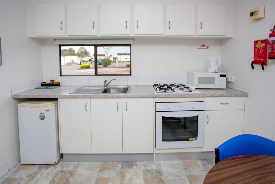 BIG4 Traralgon Park Lane Holiday Park - Budget Cabin - Sleeps 2 - Kitchen