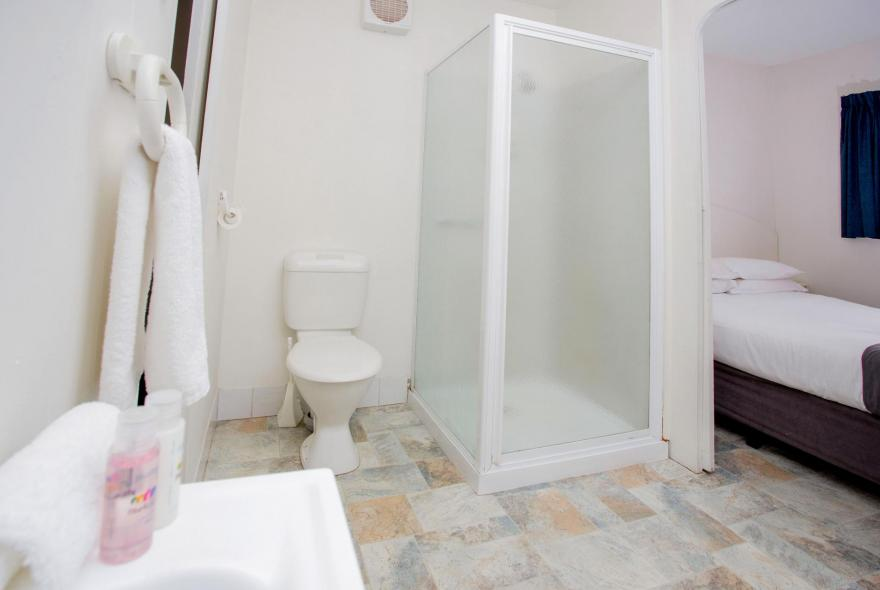 BIG4 Traralgon Park Lane Holiday Park - Budget Cabin - Sleeps 2 - Bathroom