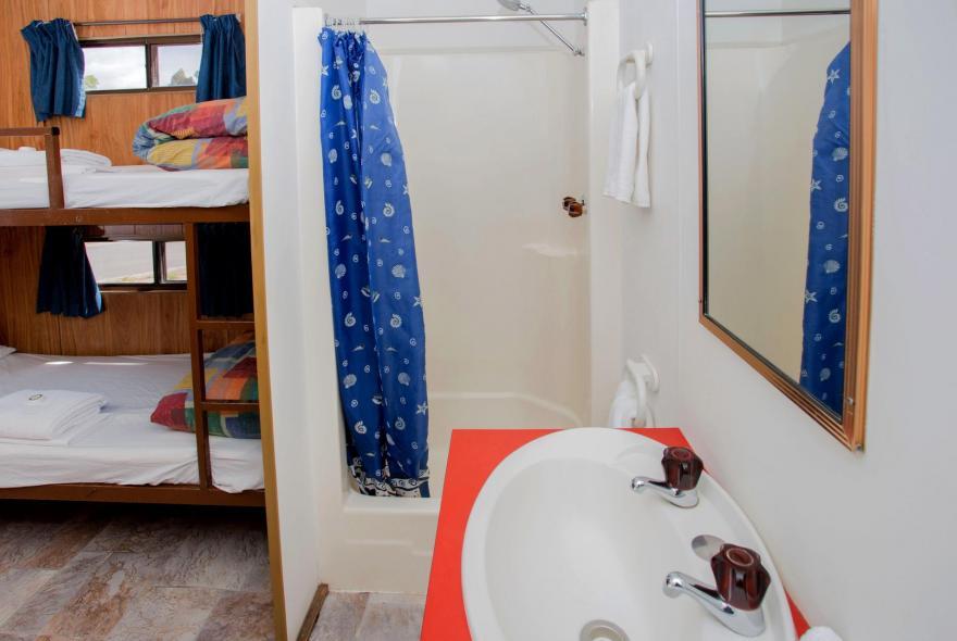 BIG4 Traralgon Park Lane Holiday Park - Budget Accommodation - Sleeps 4 - Bathroom