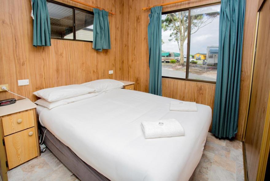 BIG4 Traralgon Park Lane Holiday Park - Budget Accommodation - Sleeps 4 - Bedroom 1