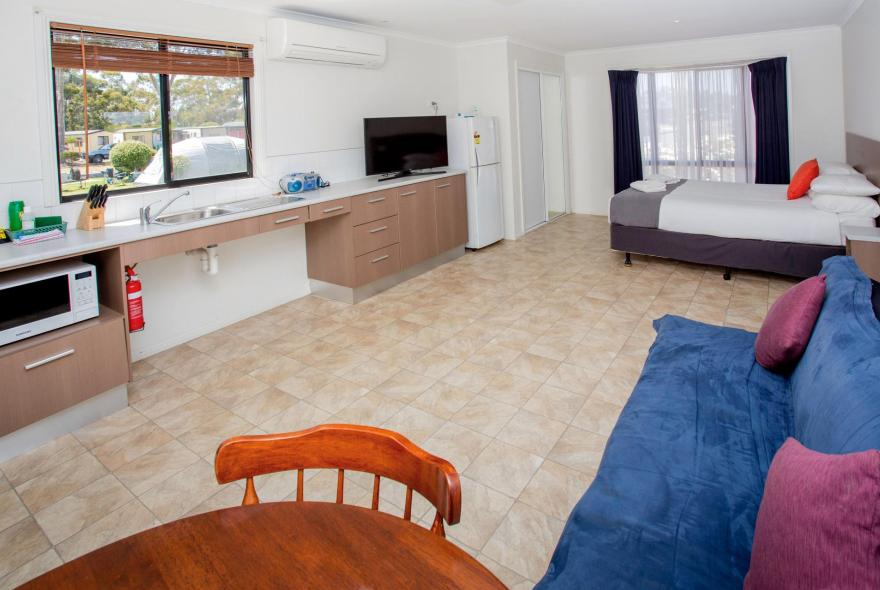 BIG4 Traralgon Park Lane Holiday Park - Easy Access - Living Area