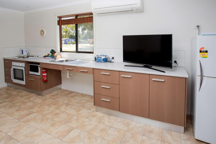 BIG4 Traralgon Park Lane Holiday Park - Easy Access - Kitchen