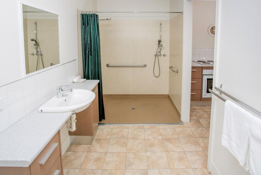 BIG4 Traralgon Park Lane Holiday Park - Easy Access - Shower