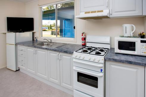 BIG4 Traralgon Park Lane Holiday Park - Standard Cabin - Sleeps 2 - Kitchen