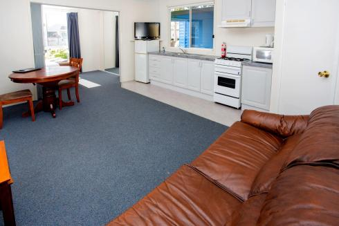 BIG4 Traralgon Park Lane Holiday Park - Standard Cabin - Sleeps 2 - Living