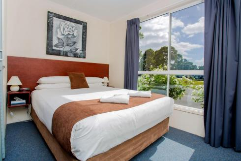 BIG4 Traralgon Park Lane Holiday Park - Standard Cabin - Sleeps 2 - Bedroom 1
