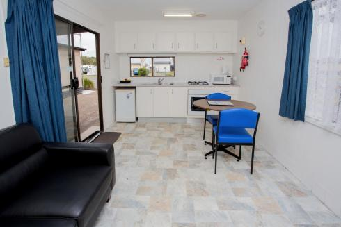 BIG4 Traralgon Park Lane Holiday Park - Budget Cabin - Sleeps 2 - Living