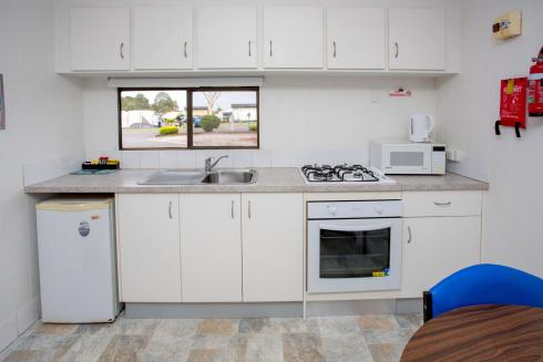 BIG4 Traralgon Park Lane Holiday Park - Budget Cabin - Sleeps 2 - Kitchen