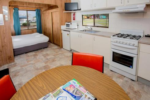 BIG4 Traralgon Park Lane Holiday Park - Budget Accommodation - Sleeps 4 - Kitchen