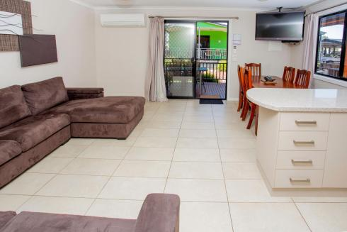 BIG4 Traralgon Park Lane Holiday Park - Superior Family Cabin - Living